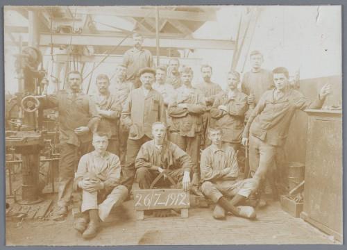 Medewerkers van de smederij van Van Gelder Coll. Waterlands Archief (002)